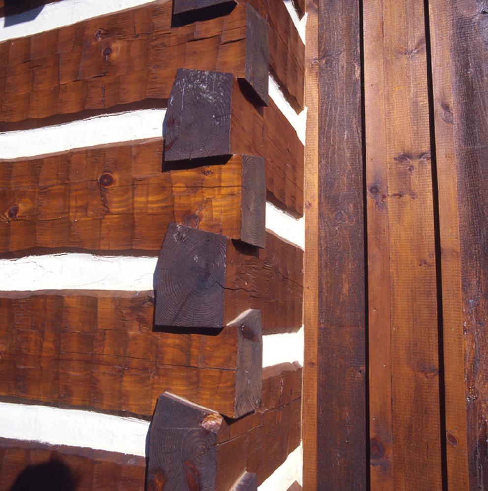 Dovetails on massive logs
